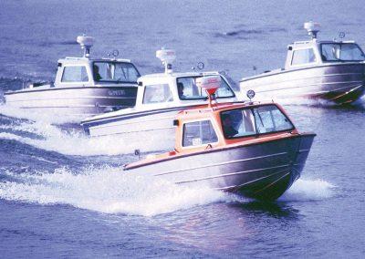 Insulaner Motorboote mit Stahl- oder Aluminiumrumpf. Deck, Kabine und Ausbau aus Kunststoff