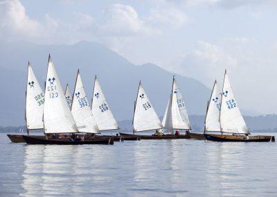 Die Chiemseeplätte ist anspruchsvoll zu segeln und läuft auch bei leichtem Wind