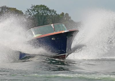 Elektromotorboot 820 Sprint in der Welle
