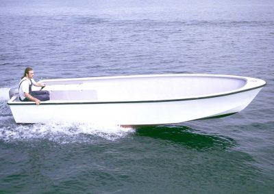 Offenes Arbeitsboot aus Kunststoff
