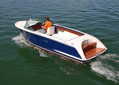 Elektro-Motorboot 600 Sprint mit Kunststoffdeck und farbigem Rumpf