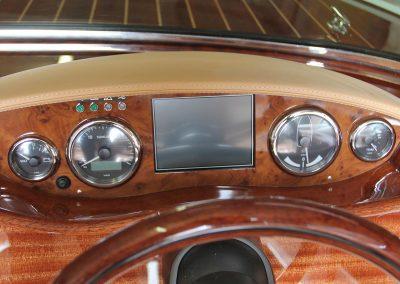 Elektro-Motorboot 670 Sprint Armaturenbrett