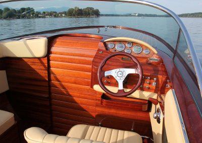 Elektromotorboot 820 Sprint - Steuerstand