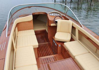 Elektromotorboot 820 Sprint - zahlreiche Plicht-Konfigurationen sind möglich