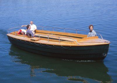 Kleines, offenes Passagierboot, Hintersee bei Berchtesgaden