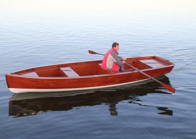 Mahagoni-Ruderboot in moderner Holzbauweise
