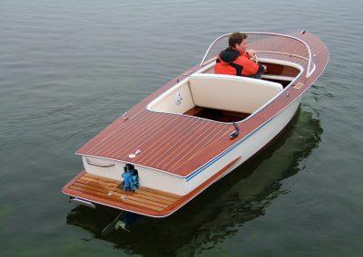"Elektroboot ""Seestern"" Generalüberholung mit Badeplattform"
