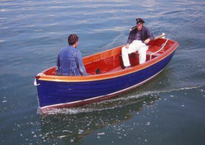 """Geklinkertes Motorboot """"Wendelin"""" mit Elektromotor in klassischer Rettungsbootform"""