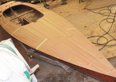 """Renovierung der 20er Rennjolle """"Komet"""". In den 50er Jahren in der Heistracher-Werft gebaut, war sie Sieger der berühmten """"Cento Miglia""""-Regatta am Gardasee"""