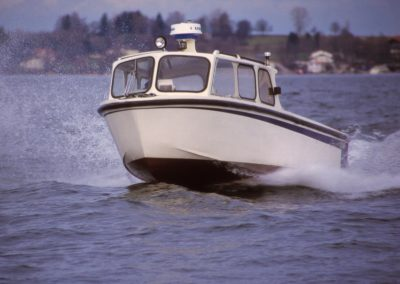 Insulaner-Arbeitsboot aus Kunststoff